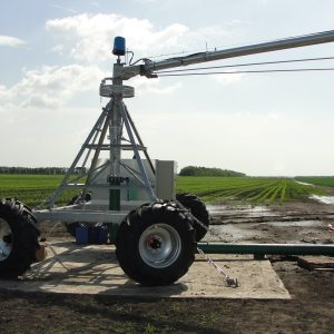 Towable pivot on wheels